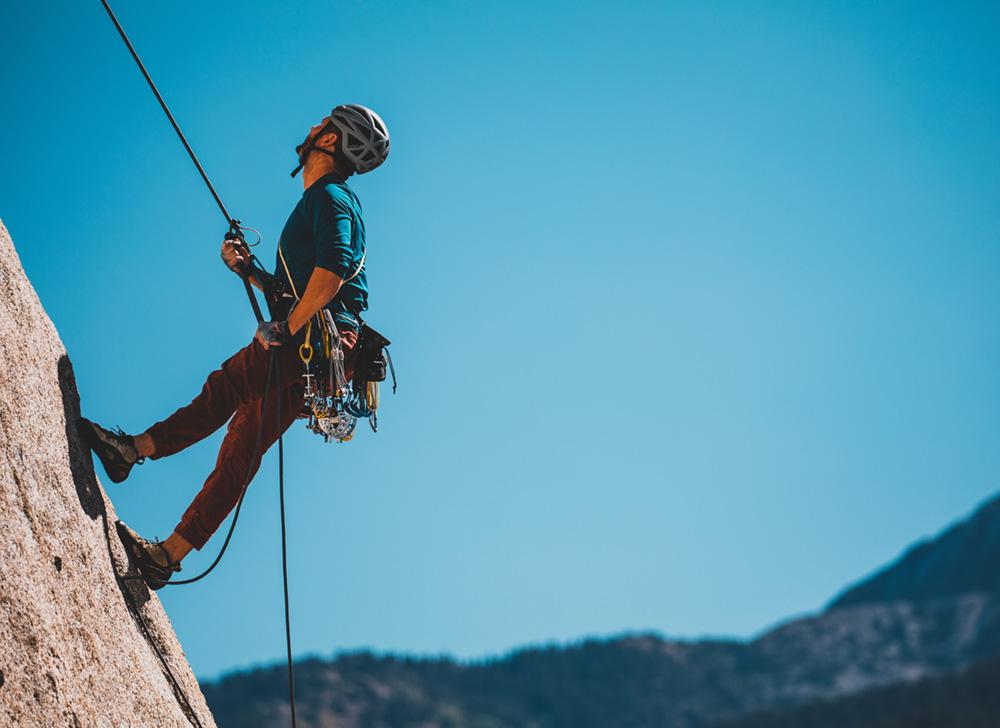 Amplia Gama en Material de escalada. Cuerdas, aseguradores, cintas express, mosquetones, cascos y arneses de las mejores marcas. ¡Aprovecha nuestras ofertas!